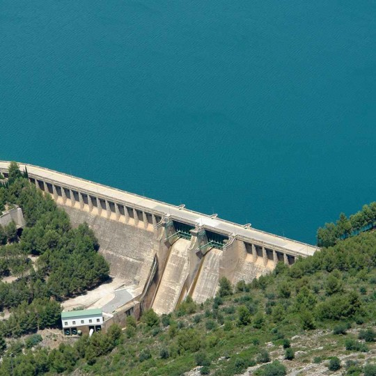 http://zeppeline.es/wp-content/uploads/2015/09/vista-aerea-de-embalse-video-fotografia-aerea-2-540x540.jpg
