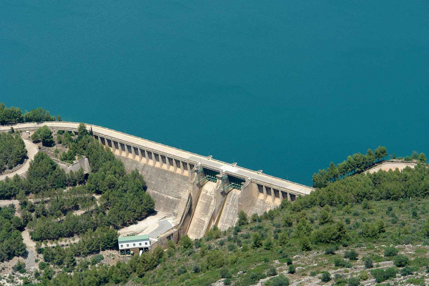 http://zeppeline.es/wp-content/uploads/2015/09/vista-aerea-de-embalse-video-fotografia-aerea-2.jpg