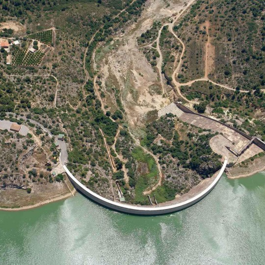 http://zeppeline.es/wp-content/uploads/2015/09/vista-aerea-de-embalse-video-fotografia-aerea-31-540x540.jpg