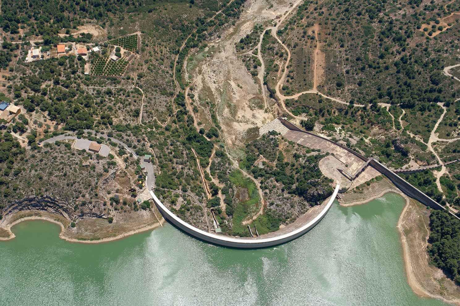 http://zeppeline.es/wp-content/uploads/2015/09/vista-aerea-de-embalse-video-fotografia-aerea-31.jpg