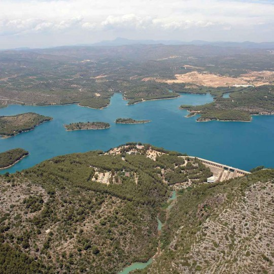 http://zeppeline.es/wp-content/uploads/2015/09/vista-aerea-de-embalse-video-fotografia-aerea1-540x540.jpg