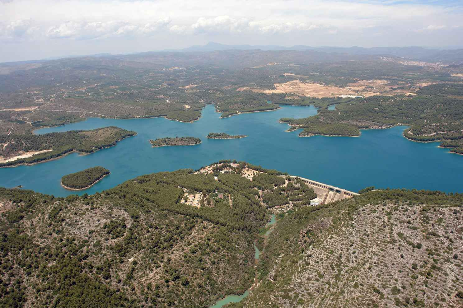 http://zeppeline.es/wp-content/uploads/2015/09/vista-aerea-de-embalse-video-fotografia-aerea1.jpg